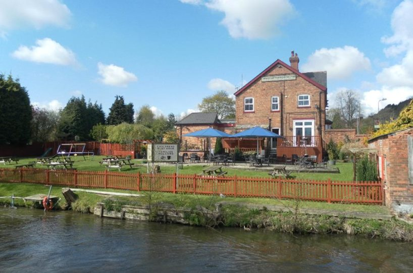 Canal Side Pub in the village of Hopwas